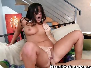 Johnny Sins Licks London Keyes's Trimmed Muff And Fucks Her